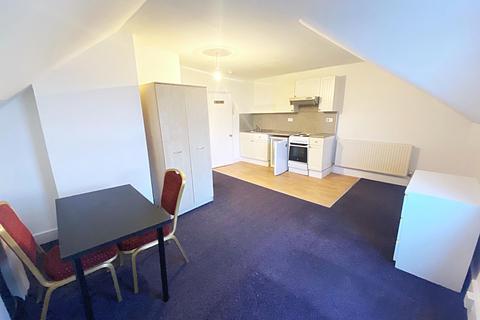 Studio to rent - Babington Road, Streatham, SW16