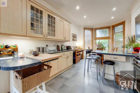6 bedroom semi-detached house for sale - Maidstone Road,  London, N11