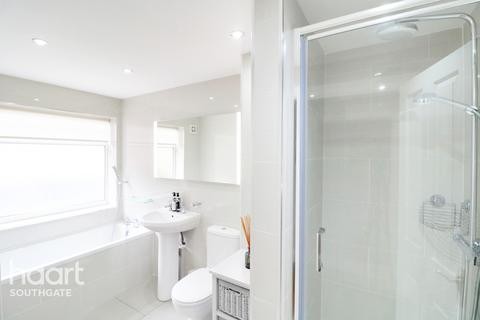 1 bedroom apartment for sale - Chase Road, London