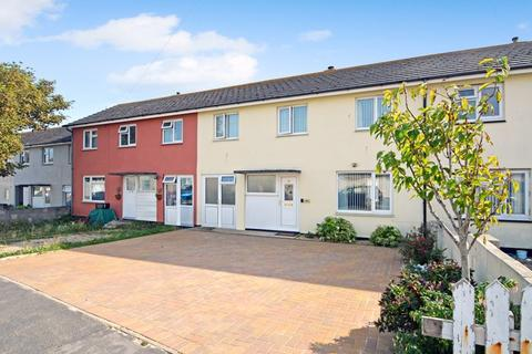 3 bedroom terraced house for sale - FANTASTIC THREE BEDROOM FAMILY HOME WITH LARGE DRIVEWAY & SOUTHERLY ASPECT GARDEN!