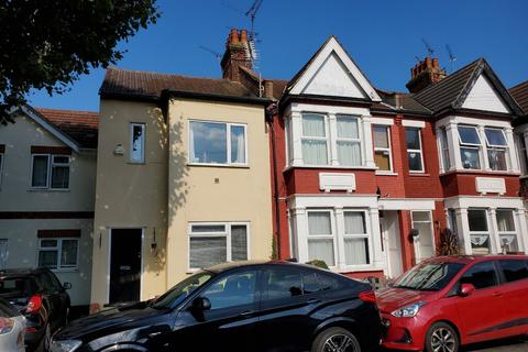 2 bedroom ground floor flat to rent - St Helens Road, Westcliff-on-sea, Southend-on-sea SS0 7LF