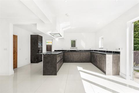 4 bedroom semi-detached house to rent - Pollards Hill South, SW16