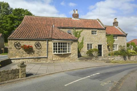 4 bedroom detached house for sale - The Old Smithy, Main Street, Barton Le Willows, Malton, YO17 6PL