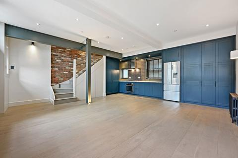 3 bedroom terraced house to rent - Bourlet Close, London, W1