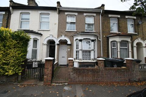 4 bedroom apartment to rent - Leslie Road, London, Greater London, E11