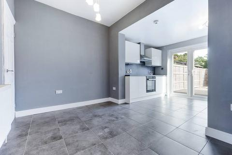 3 bedroom terraced house for sale - Chanterlands Avenue,  Hull, HU5