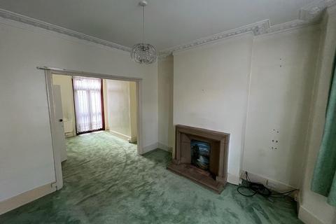 3 bedroom terraced house to rent - Shelley Avenue, E12