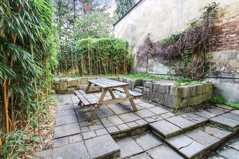 1 bedroom flat for sale - Garden Flat, Walcot Buildings, Bath BA1