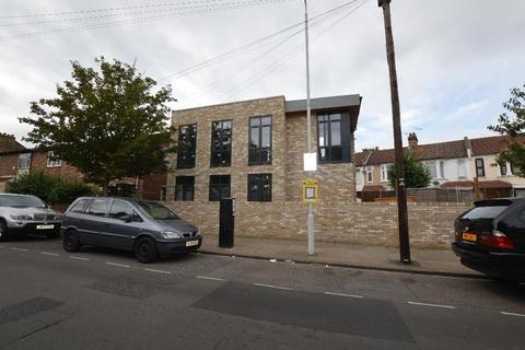 3 bedroom detached house for sale - Sibley Grove, London E12