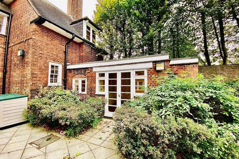 3 bedroom maisonette to rent - The Fire Chiefs Cottage, The Old Fire Station,  Eaglesfield Road, Shooters Hill, SE18 3BT