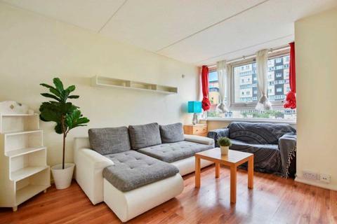4 bedroom house to rent - Lucas Court, Strasberg Road, Battersea, SW11