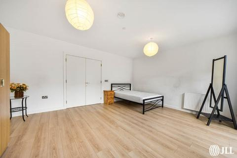 3 bedroom flat for sale - Eddington Court E16