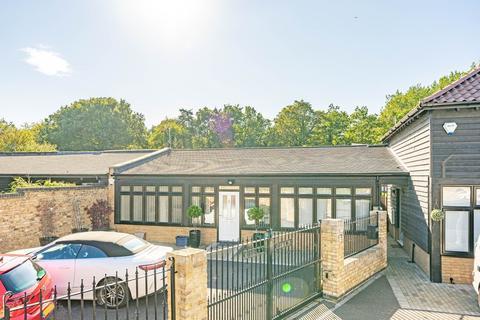 1 bedroom detached bungalow for sale - St. Leonards Farm, St. Leonards Road, Nazeing, EN9