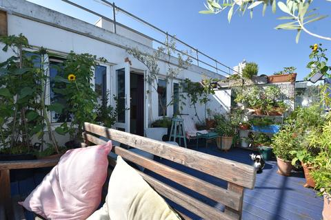 4 bedroom flat for sale - Wellesley Road, Kentish town, London NW5