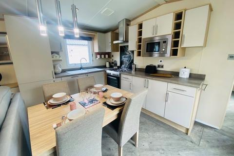 2 bedroom detached bungalow for sale - TATTERSHALL LAKES, TATTERSHALL