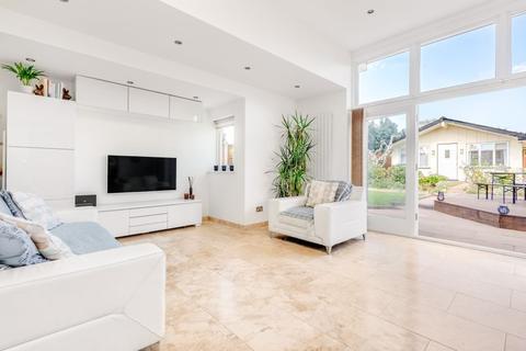 4 bedroom bungalow for sale - Lyndhurst Avenue, Twickenham