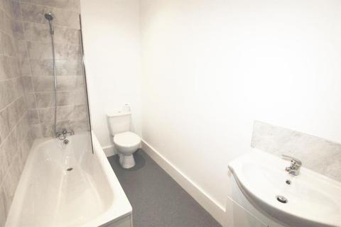 2 bedroom house for sale - Balfour Road, Ilford