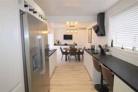 2 bedroom semi-detached bungalow for sale - Crosland Road North, Lytham St. Annes, Lancashire