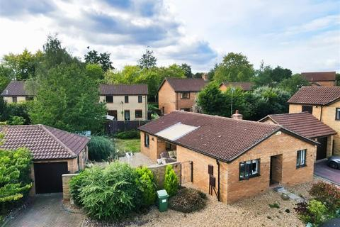 3 bedroom bungalow for sale - Van Der Bilt Court, Blue Bridge, Milton Keynes