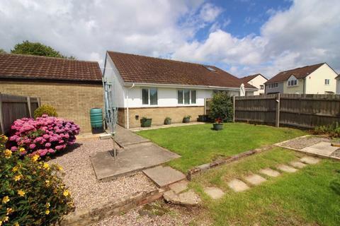 2 bedroom semi-detached bungalow to rent - Oakford Close, Pontprennau, Cardiff