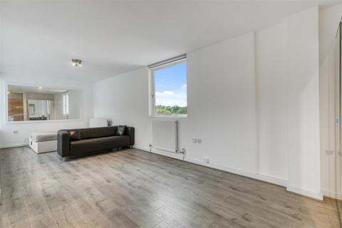 Studio to rent - Avenue Road, London
