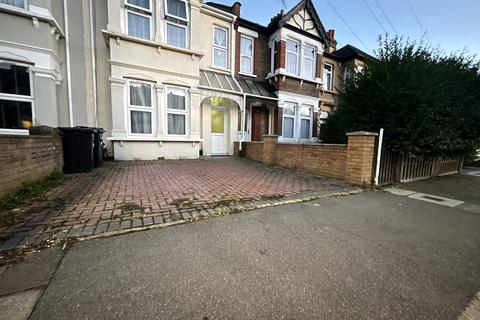 5 bedroom terraced house to rent - Auckland Road, Ilford, Essex, IG1