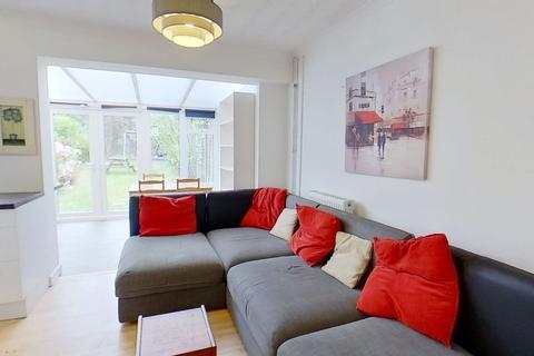 4 bedroom terraced house to rent - Guildford Park Avenue, Guildford, Surrey GU27NJ