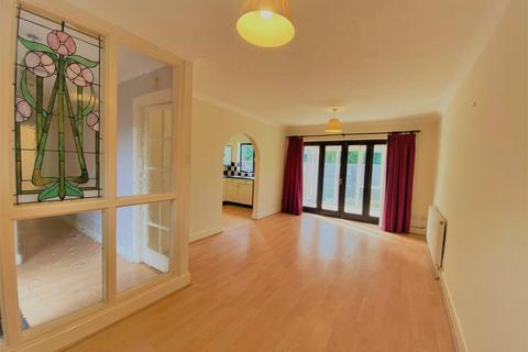 2 bedroom flat for sale - Swakelys Road, Ickenham