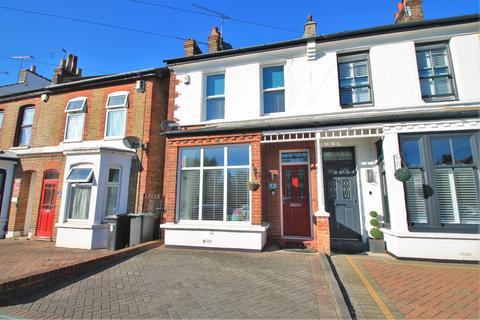 3 bedroom semi-detached house for sale - Park Road, Gravesend, DA11 7PR