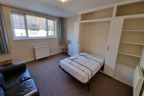 Studio to rent - 1 bedroom Studio 2nd Floor in Fulham