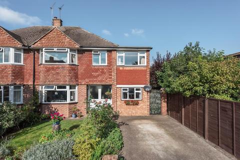 4 bedroom semi-detached house for sale - York Gardens, Walton-On-Thames, KT12