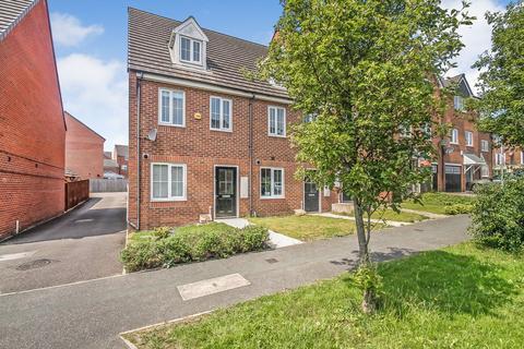 3 bedroom townhouse for sale - Oak Drive, Leeds, LS10