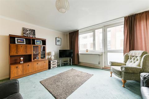 3 bedroom apartment for sale - Ashton House, Petersfield Rise, Roehampton