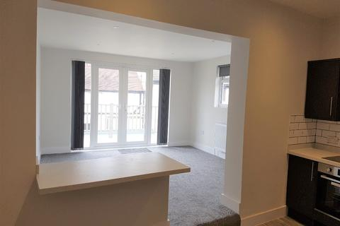 2 bedroom flat to rent - Southchurch Road, Southend-on-Sea, SS1