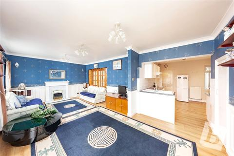 3 bedroom bungalow for sale - Gordon Avenue, Hornchurch, RM12