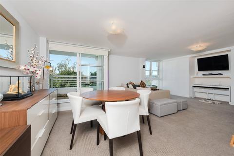 2 bedroom apartment for sale - Barrier Point Road, Royal Docks, E16