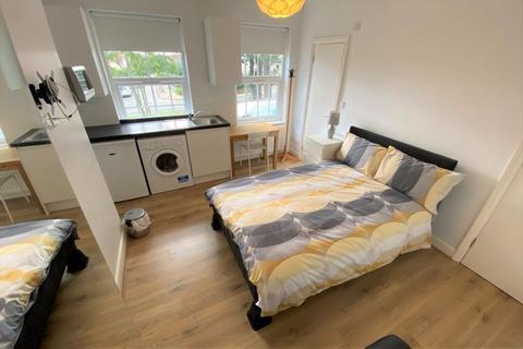 Studio to rent - Russell Lane, Whetstone