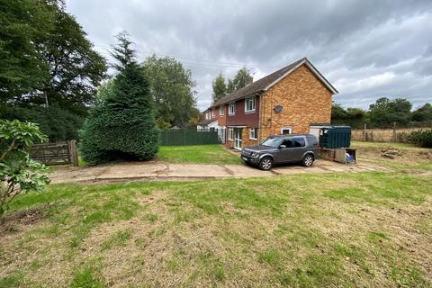 3 bedroom semi-detached house to rent - Holly Hedges Lane, Bovingdon , HP3