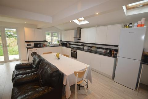 3 bedroom house to rent - Mayfair Avenue, Ilford IG1