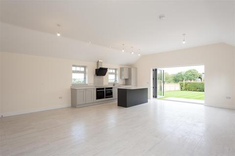 3 bedroom detached bungalow for sale - The Village, Strensall, York