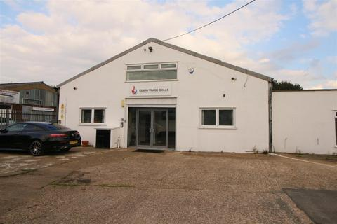Property to rent - Fieldings Road, Cheshunt, Waltham Cross