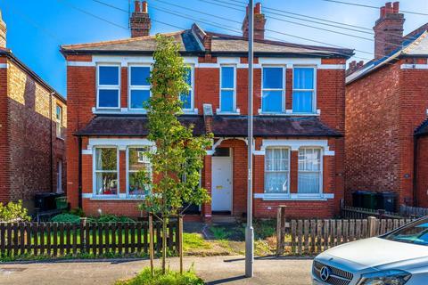 2 bedroom flat for sale - Ellerton Road, Surbiton
