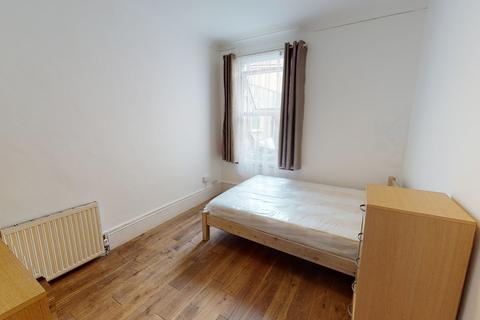 4 bedroom house share to rent - Eldon Rd , N22