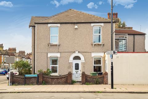 4 bedroom end of terrace house for sale - Longhurst Road, London SE13