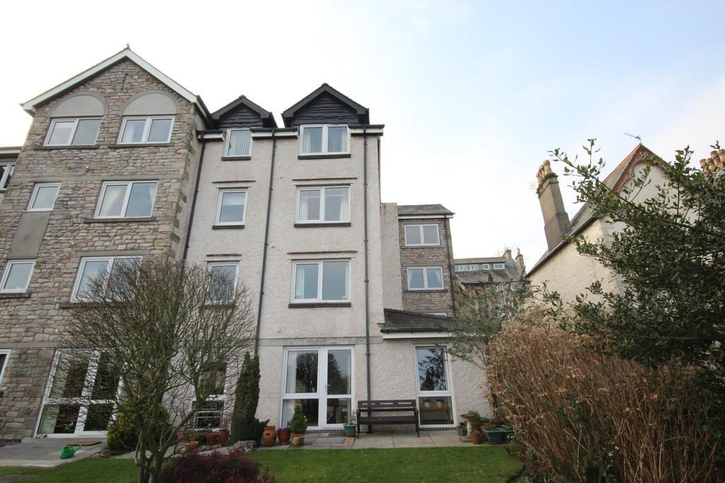 1 Bedroom Flat for sale in 17 Grayrigge Court Grange over Sands