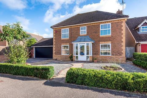 4 bedroom detached house for sale - Elgar Way, Horsham, RH13