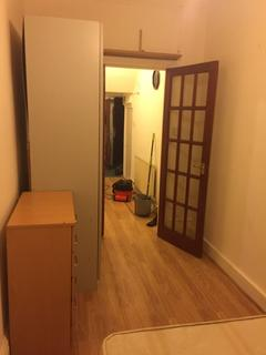 Studio to rent - Palmers Green