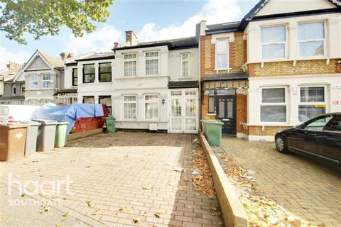 4 bedroom terraced house to rent - Chingford Mount Road, E4