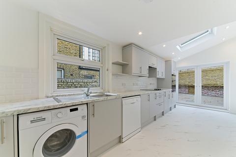3 bedroom house to rent - Queenstown Road, SW8
