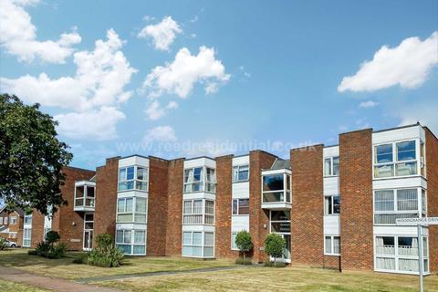 2 bedroom flat for sale - Thorpe Hall Avenue, Southend On Sea